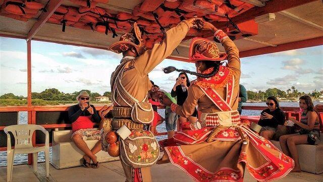 Danças nordestinas na praia do Jacaré