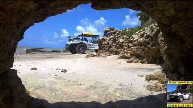 A pedra furada da Praia do Amor (praias da Paraiba)