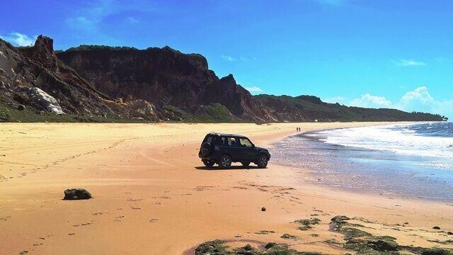 Passeio de Jipe 4x4 na praia de Coqueirinho