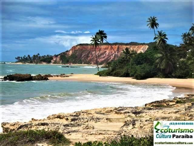 Falésias na praia de Tabatinga (praias da Paraíba)